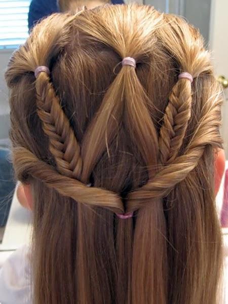 Ни время, ни изменяющиеся модные тенденции не смогут искоренить женские прически, украшенные косой или косичками, в