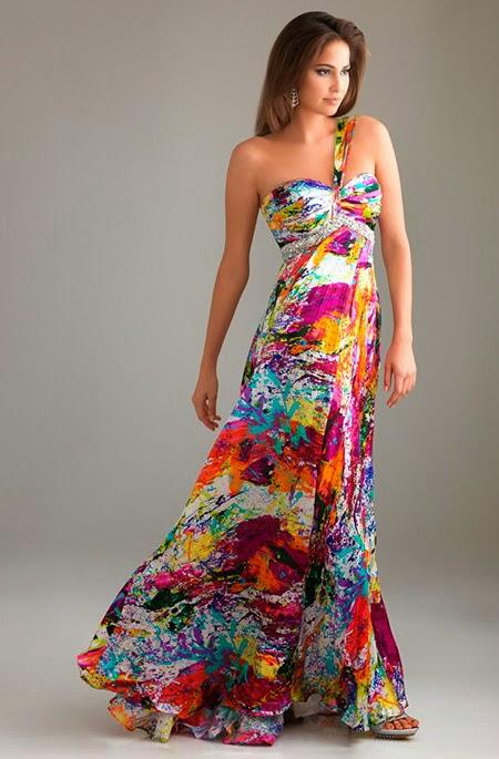 Как и вся коллекция нарядов 2015 года, разнообразие модных сарафанов ни одну модницу не оставит