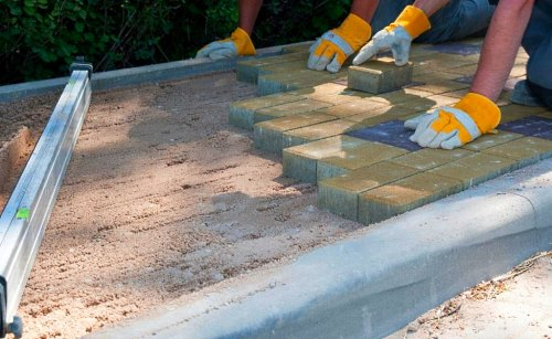 Как выложить своими руками тротуарную плитку