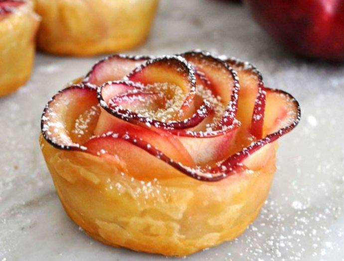 Розы из теста с яблоками рецепт