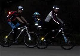 Світловідбиваючі елементи для пішоходів важливо для дітей і дорослих