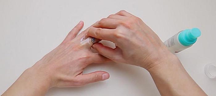 Як зняти кільце з опухлого пальця ниткою  золоте і обручку  ee20694940cfe