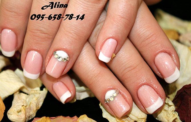 Белый френч на коротких ногтях и фото