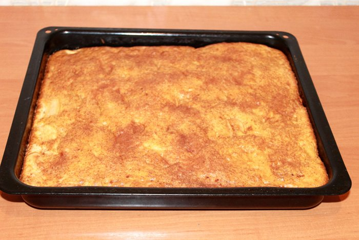 Влажная шарлотка с яблоками рецепт пошагово в духовке