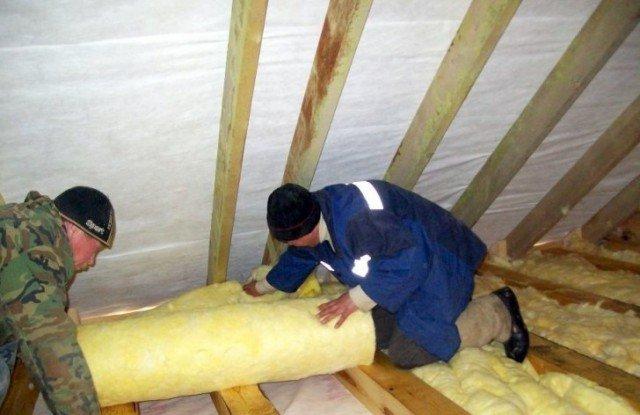 Потолок деревянного дома утеплить своими руками 11
