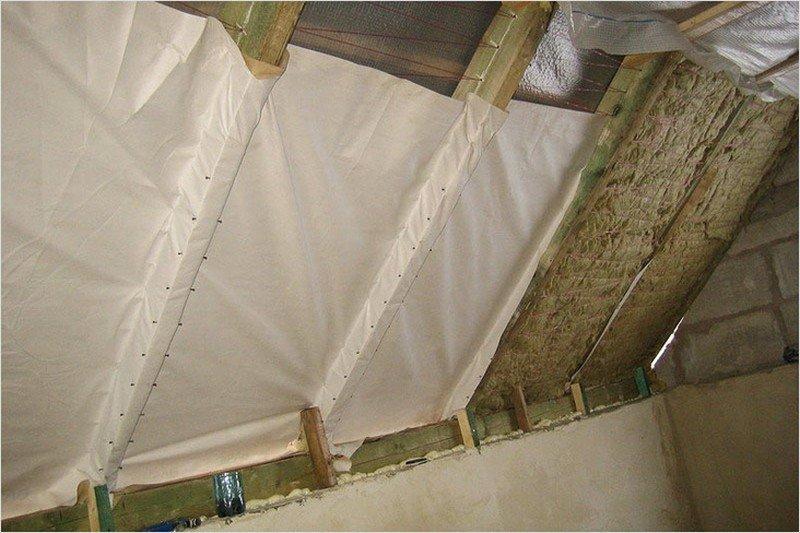 Потолок деревянного дома утеплить своими руками 32