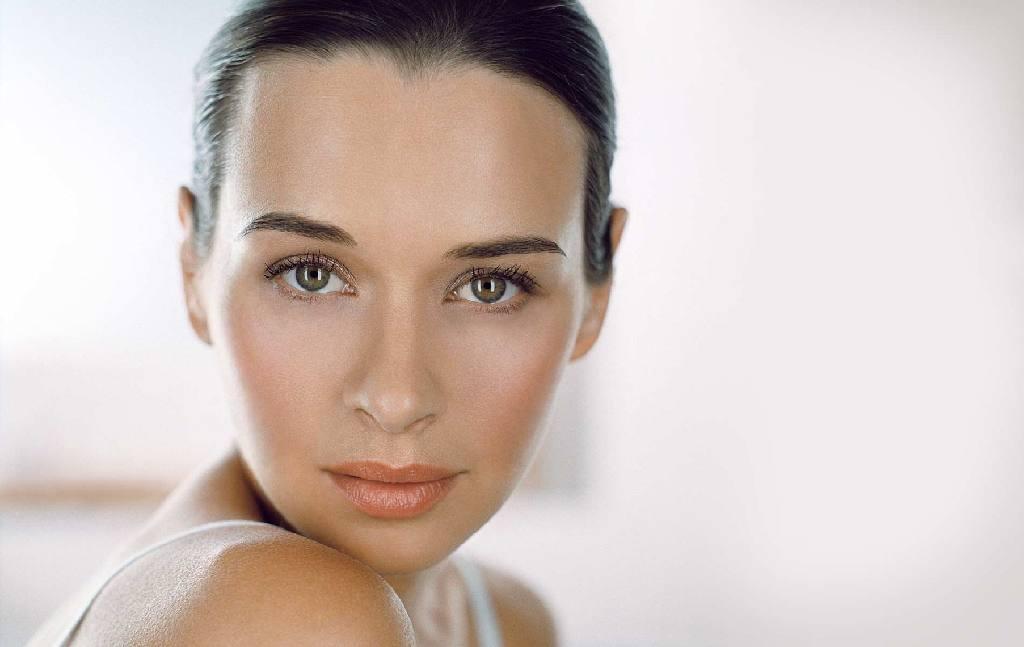 Жирна шкіра обличчя  що робити і догляд в домашніх умовах  14ec880cbeb0c