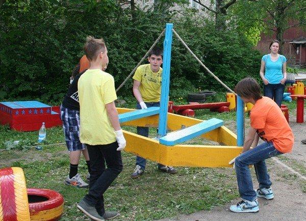 Постройки для детских площадок своими руками 96