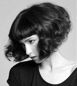 Прическа каре на ножке на короткие кудрявые волосы