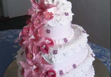Украшение свадебного торта своими руками: идеи и фото 60
