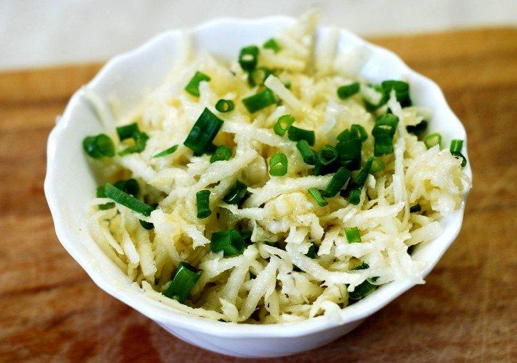 Салат из редьки классический